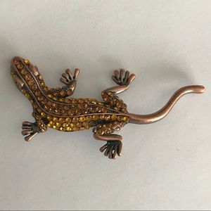Jewelry - Reptile shaped beaded brooch